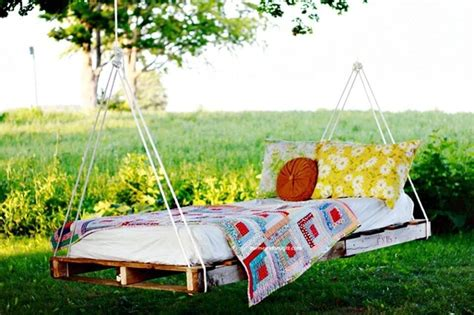 Outdoor Pallet Bed Diy